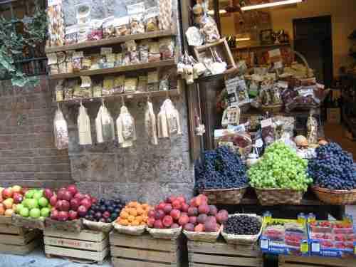 Siena Italy green market, green market Siena,shopping in Siena