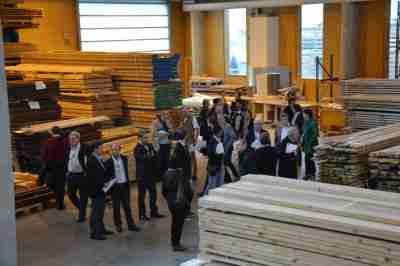 Delegates from the congress visit at the Beynel pallet facility in Bordeaux
