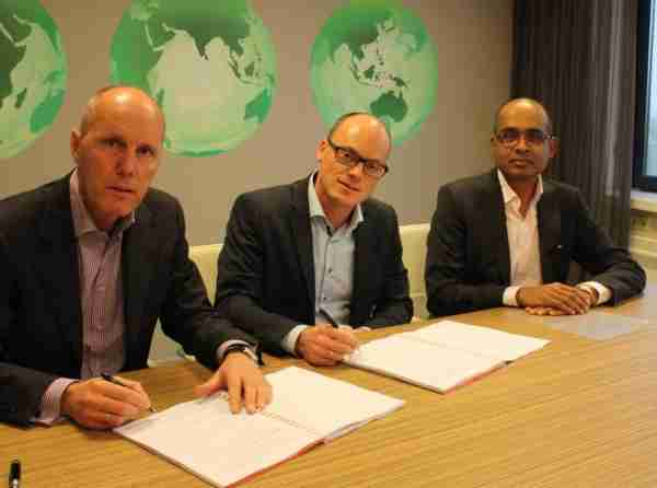 Container Centralen signs long term contract with Today IT (L-R): CEO at Container Centralen Roel de Jong, CCO at Today IT Tom Klein, CFO at Container Centralen Krishan Dahoe