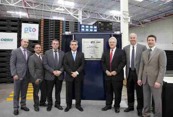 (from left to right): Eduardo Rincon, Director of Sales - ORBIS Mexico, David Pena, Plant Manager – Silao, Pat Feeney, Vice President of Manufacturing, Alberto Soto, General Director - ORBIS Mexico, Jim Kotek, Menasha Corporation president, Dan Roovers, Executive Vice-President of Sales, Bill Ash, ORBIS Corporation president