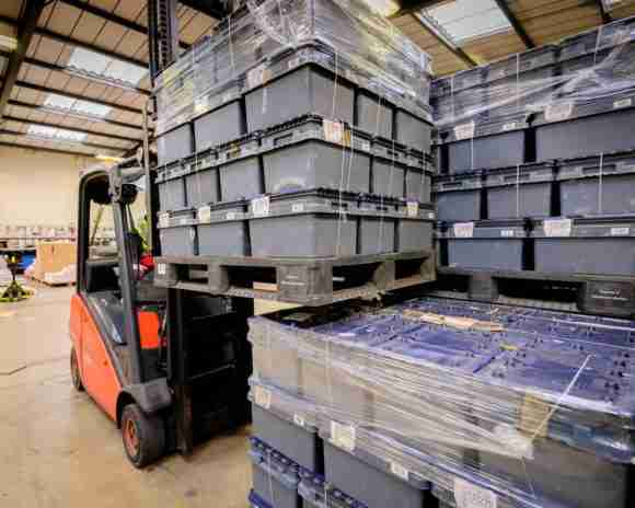 The full pallets are loaded onto Menzies' transhipment vehicles and sent to its 36 distribution sites across the UK 1 e1518541830325