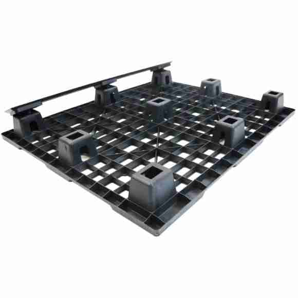 One way Solutions plastic pallet 3-runner