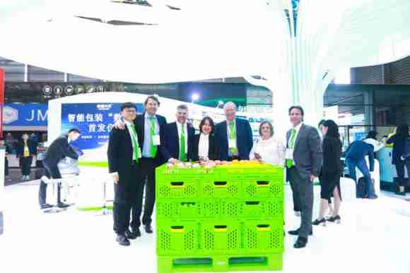 Horen Plastics global sales team