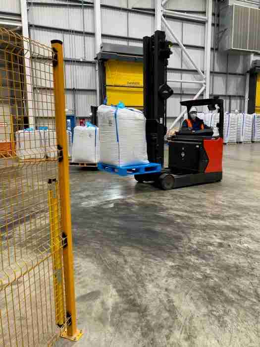 Optimized The full perimeter 5 runner pallet can be used with all normal materials handling equipment inclu 1 e1625553328235
