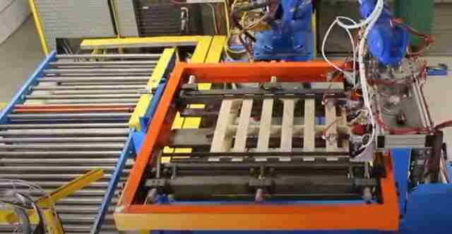 Robotic pallet assembly